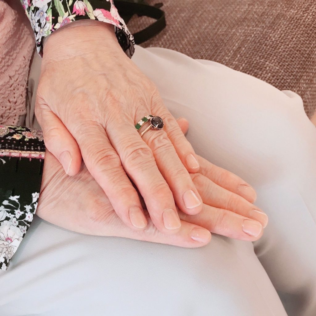 シニアの手